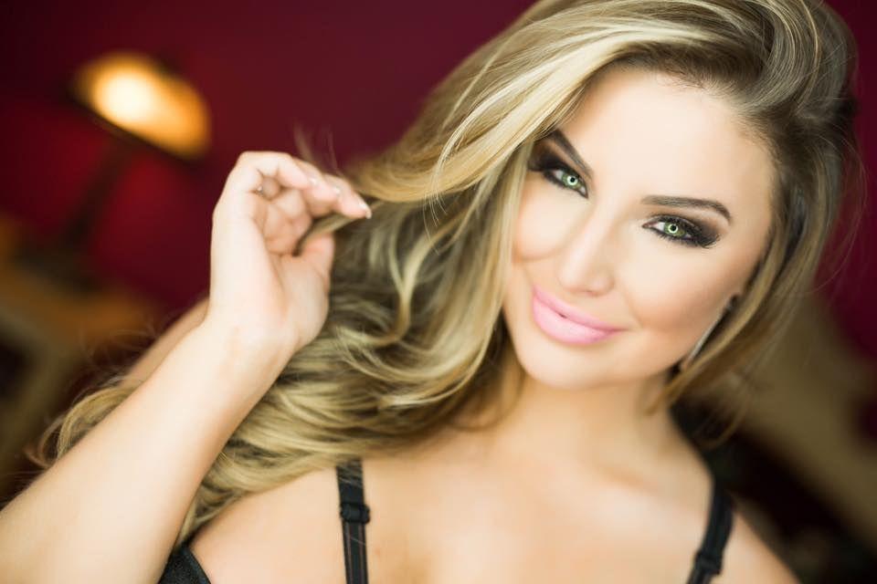 Ashley Alexiss body measurements lips botox